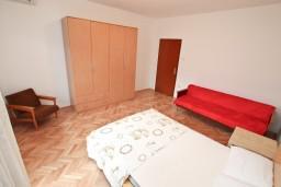 Спальня 3. Черногория, Доброта : Апартамент для 8 человек, с 3-мя отдельными спальнями, с балконом с видом на море