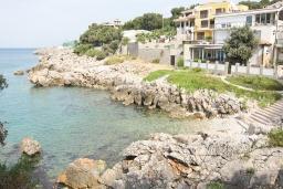Ближайший пляж. Черногория, Утеха : 2-х этажный дом в Полюшково с 3-мя отдельными спальнями, с 2-мя ванными комнатами, с большой гостиной, с 3-мя балконами с видом на море, несколько парковочных мест