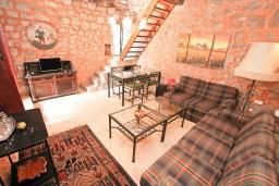 Гостиная. Черногория, Жанице / Мириште : Дом в Луштице (Мркови) с 2-мя отдельными спальнями, с гостиной, с двориком, с террасой на крыше, 3G модем бесплатно