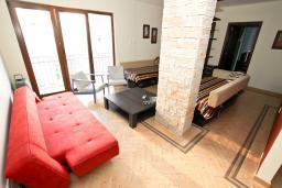 Гостиная. Черногория, Будва : Современный апартамент для 5 человек, с отдельной спальней, с террасой