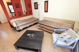 Гостиная. Черногория, Будва : Современный апартамент с отдельной спальней, с 2-мя балконами