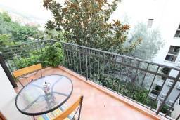 Балкон. Черногория, Будва : Современный апартамент с отдельной спальней, с 2-мя балконами