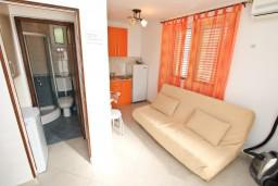 Гостиная. Черногория, Доброта : Уютный домик с отдельной спальней и с террасой