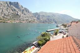 Вид на море. Черногория, Муо : Апартамент для 4-5 человек, с 2-мя отдельными спальнями, с балконам с шикарным видом на море, 10 метров до пляжа