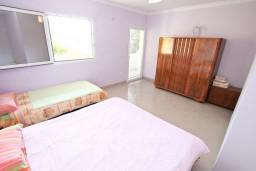 Спальня. Черногория, Лепетане : Апартамент с отдельной спальней, с террасой с видом на море, 40 метров до пляжа