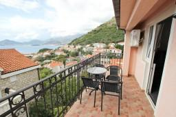 Балкон. Черногория, Святой Стефан : Апартамент с отдельной спальней, с балконом с видом на море