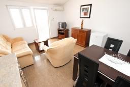 Черногория, Святой Стефан : Апартамент с отдельной спальней, с балконом с видом на море
