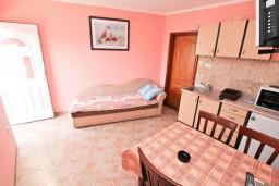 Гостиная. Черногория, Жанице / Мириште : Апартамент с отдельной спальней, 50 метров до пляжа