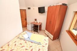 Спальня. Черногория, Росе : Уютный домик возле моря для  с террасой