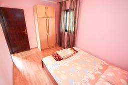 Спальня. Черногория, Росе : Апартамент с отдельной спальней, с большой гостиной, с 2-мя террасами
