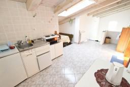 Кухня. Черногория, Утеха : Большой апартамент для 4-6 человек, с 2-мя отдельными спальнями, огромная общая терраса этажом ниже с шикарным видом на море