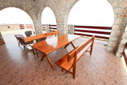 Терраса. Черногория, Утеха : Большой апартамент для 10-12 человек, с 3-мя отдельными спальнями, с огромной террасой с шикарным видом на море