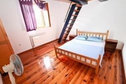 Спальня 2. Черногория, Утеха : Большой апартамент для 10-12 человек, с 3-мя отдельными спальнями, с огромной террасой с шикарным видом на море