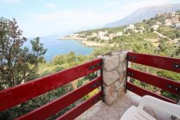 Балкон. Черногория, Утеха : Большой апартамент для 4-6 человек, с 2-мя отдельными спальнями, с террасой и балконом с шикарным видом на море