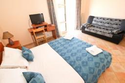 Студия (гостиная+кухня). Черногория, Сутоморе : Студия для 2-3 человек, с балконом с шикарным видом на море, возле пляжа