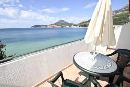 Балкон. Черногория, Сутоморе : Студия для 2-3 человек, с балконом с шикарным видом на море, возле пляжа