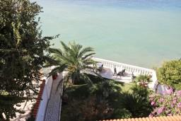 Вид на море. Черногория, Сутоморе : Студия для 2-3 человек, с балконом с шикарным видом на море, возле пляжа