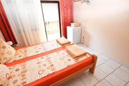Спальня. Черногория, Петровац : Комната для 2 человек, с балконом