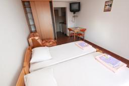 Студия (гостиная+кухня). Черногория, Петровац : Студия для 2-3 человек, с балконом