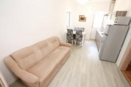 Кухня. Черногория, Котор : Современный апартамент с отдельной спальней, с большой гостиной