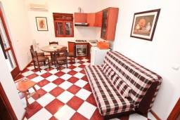 Гостиная. Черногория, Столив : Апартамент для 4-5 человек, с 2-мя отдельными спальнями, с террасой