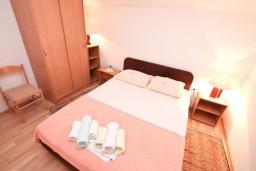 Спальня 2. Черногория, Герцег-Нови : Апартамент с 3-мя спальнями и балконом с прямым видом на море, Савина, 1-я линия от моря и пляжа Сплендидо