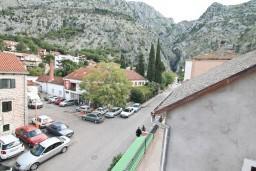 Вид. Черногория, Котор : Комната для 2 человек, с балконом, 50 метров до моря