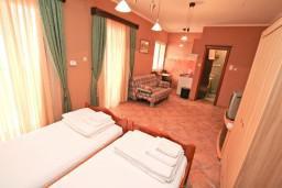 Студия (гостиная+кухня). Черногория, Котор : Студия для 2-3 человек, с балконом, 50 метров до моря