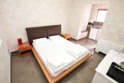 Студия (гостиная+кухня). Черногория, Котор : Студия для 2 человек, с террасой, 50 метров до моря