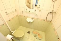 Ванная комната. Черногория, Котор : Уютная студия для 2 человек