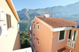 Вид на море. Черногория, Прчань : Студия для 2 человек, с балконом с видом на море, 20 метров до пляжа