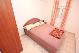 Спальня. Черногория, Бигова : Апартамент с отдельной спальней, с балконом с шикарным видом на море, 20 метров до пляжа