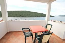 Балкон. Черногория, Бигова : Апартамент с отдельной спальней, с балконом с шикарным видом на море, 20 метров до пляжа