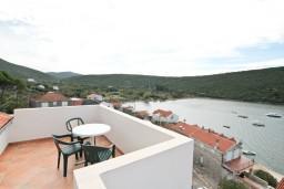 Балкон. Черногория, Бигова : 2-х этажный апартамент с отдельной спальней, с балконом с шикарным видом на море, 20 метров до пляжа