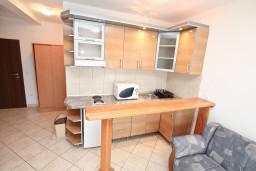 Кухня. Черногория, Бигова : 2-х этажный апартамент с отдельной спальней, с балконом с шикарным видом на море, 20 метров до пляжа