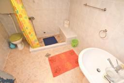 Ванная комната. Черногория, Пераст : Студия для 2-3 человек, с террасой, 20 метров до моря
