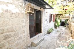 Терраса. Черногория, Пераст : Студия для 2-3 человек, с террасой, 20 метров до моря