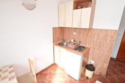 Кухня. Черногория, Бигова : Студия для 2 человек, с террасой с видом на море