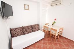 Гостиная. Черногория, Бигова : Апартамент с отдельной спальней, с террасой с видом на море