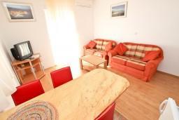 Гостиная. Черногория, Святой Стефан : Апартаменты на 4 персоны, 2 спальни, с видом на море