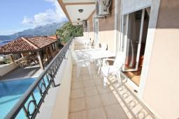 Балкон 2. Черногория, Святой Стефан : Апартаменты на 4 персоны, 2 спальни, с видом на море