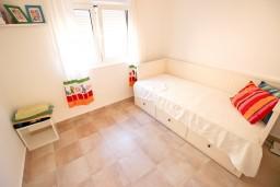 Спальня 2. Черногория, Бечичи : Современный апартамент для 3-4 человек, 2 отдельные спальни