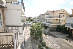 Вид. Черногория, Дженовичи : Апартамент для 4-5 человек, с 2-мя отдельными спальнями, с большой гостиной, с балконом, 70 метров до моря