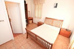 Спальня 2. Черногория, Бигова : Апартамент для 3-5 человек, с 2-мя отдельными спальнями, с 2-мя ванными комнатами, с балконом с шикарным видом на море, 20 метров до пляжа
