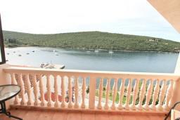 Балкон. Черногория, Бигова : Апартамент с отдельной спальней, с 2-мя балконами с шикарным видом на море, 20 метров до пляжа