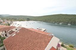 Вид на море. Черногория, Бигова : Апартамент для 4-6 человек, с 2-мя отдельными спальнями, с 2-мя ванными комнатами, с балконом с шикарным видом на море, 20 метров до пляжа