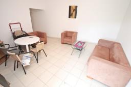 Гостиная. Черногория, Бигова : Апартамент с отдельной спальней, с террасой с видом на море, 20 метров до пляжа