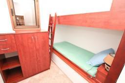 Спальня 2. Черногория, Бигова : Апартамент для 4-6 человек, с 2-мя отдельными спальнями, с большой террасой с шикарным видом на море, 20 метров до пляжа
