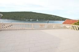 Терраса. Черногория, Бигова : Апартамент для 4-6 человек, с 2-мя отдельными спальнями, с большой террасой с шикарным видом на море, 20 метров до пляжа