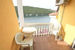 Балкон. Черногория, Бигова : Апартамент с отдельной спальней, большой гостиной, с балконом с шикарным видом на море, 20 метров до пляжа
